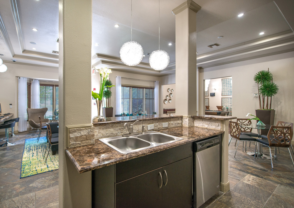 jacksonville-apartments-clubhouse-entertaining