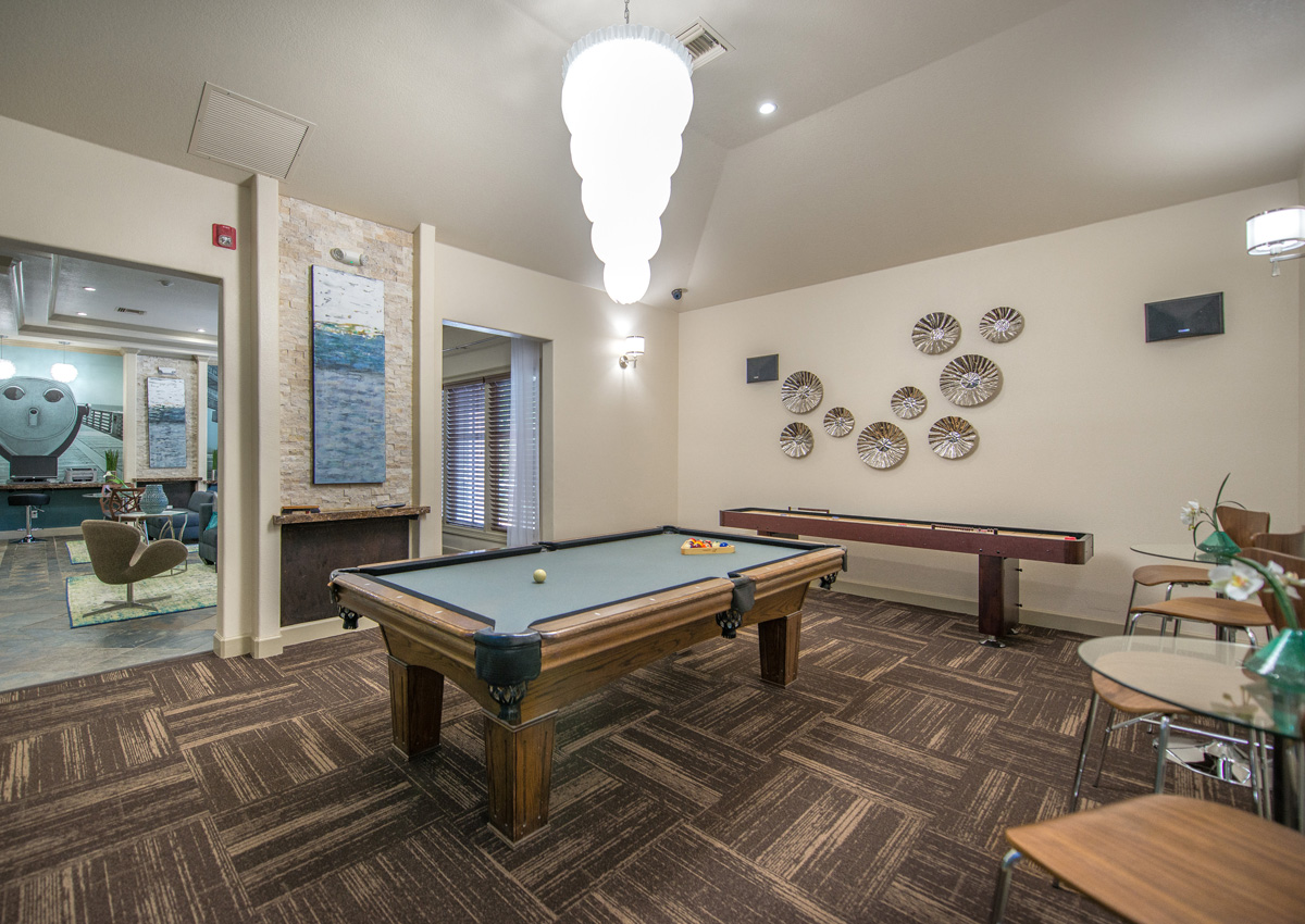 florida-luxury-apartment-game-room