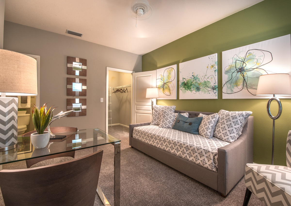 bedroom-with-ensuite-bathroom-jacksonville