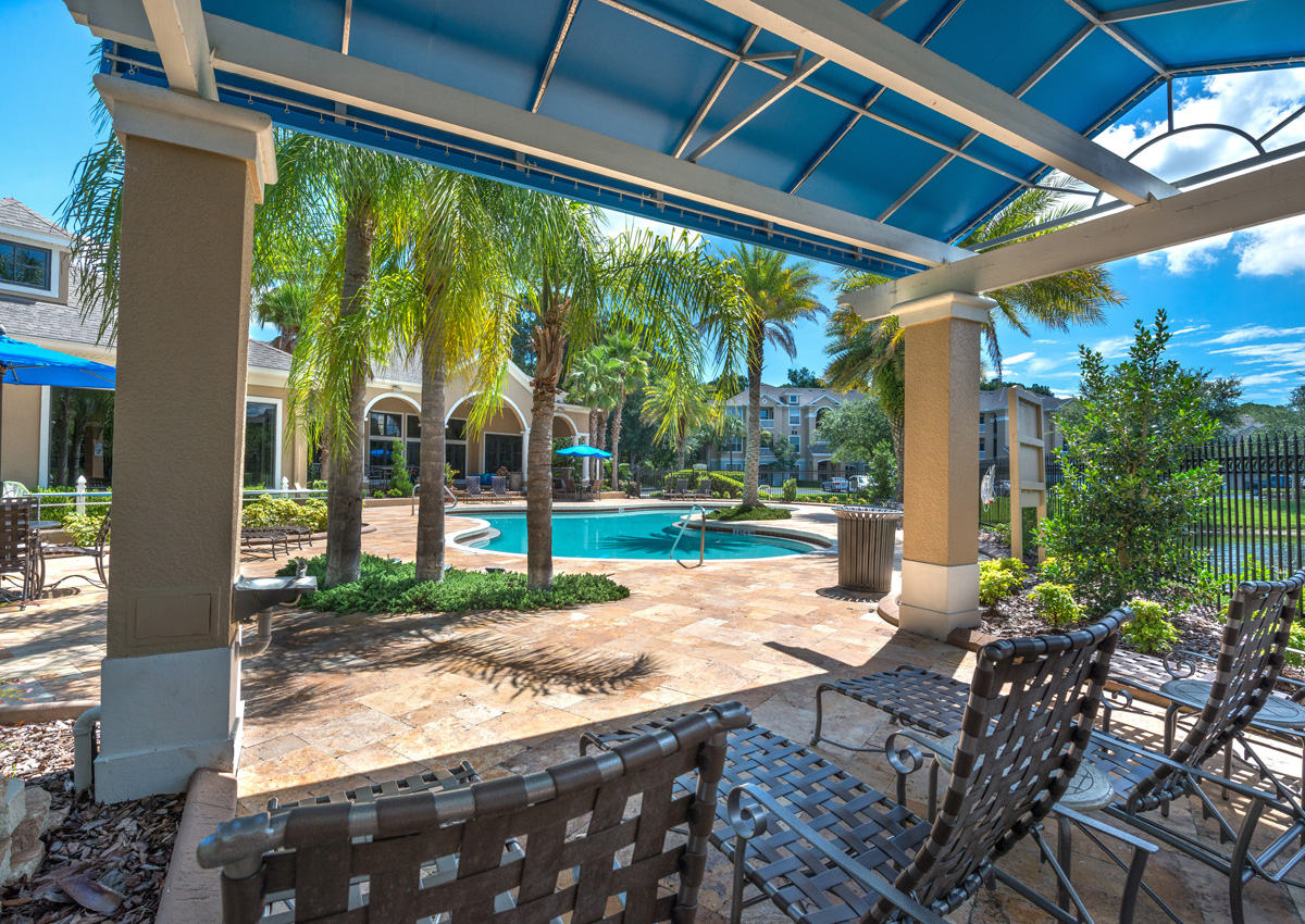 poolside-cabanas-at-the-enclave