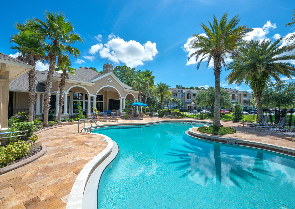 large-pool-jacksonville-apartments