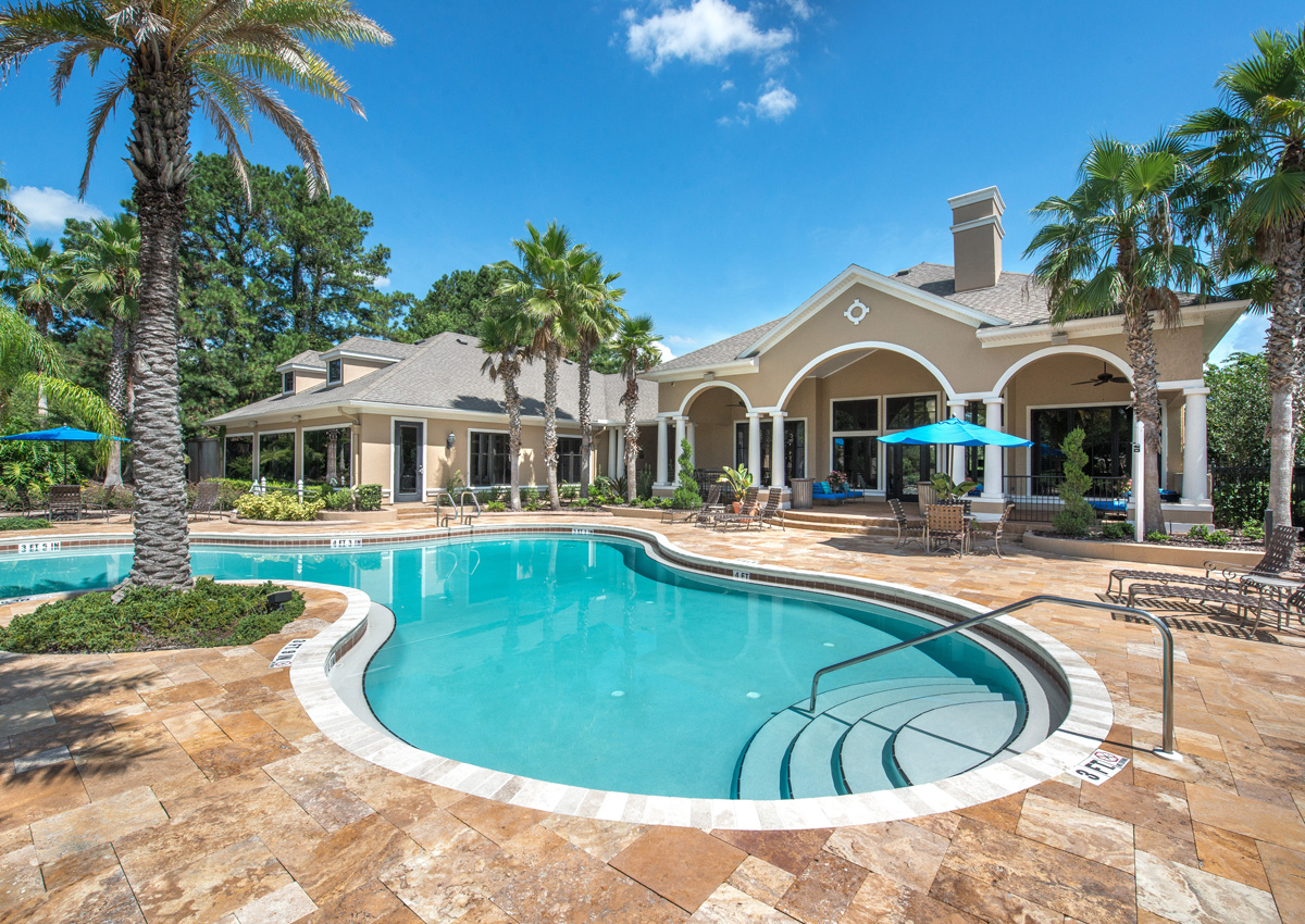 florida-luxury-apartment-pool